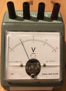 電圧計の写真