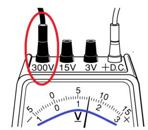 電圧計300
