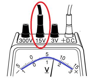 電圧計15