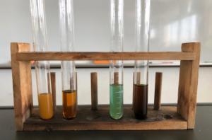 ベネジクト液とデンプンの写真