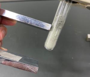 鉄と硫黄の混合物は磁石につく